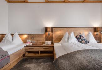 Schlafzimmer; sleeping room(triple room)