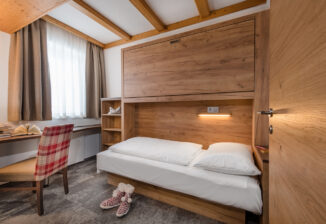 Einzelzimmer/Stockbettzimmer; single bed room/bunk bed room