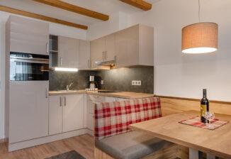 Wohn-Essbereich mit Kochnische/Living-dining area with kitchenette
